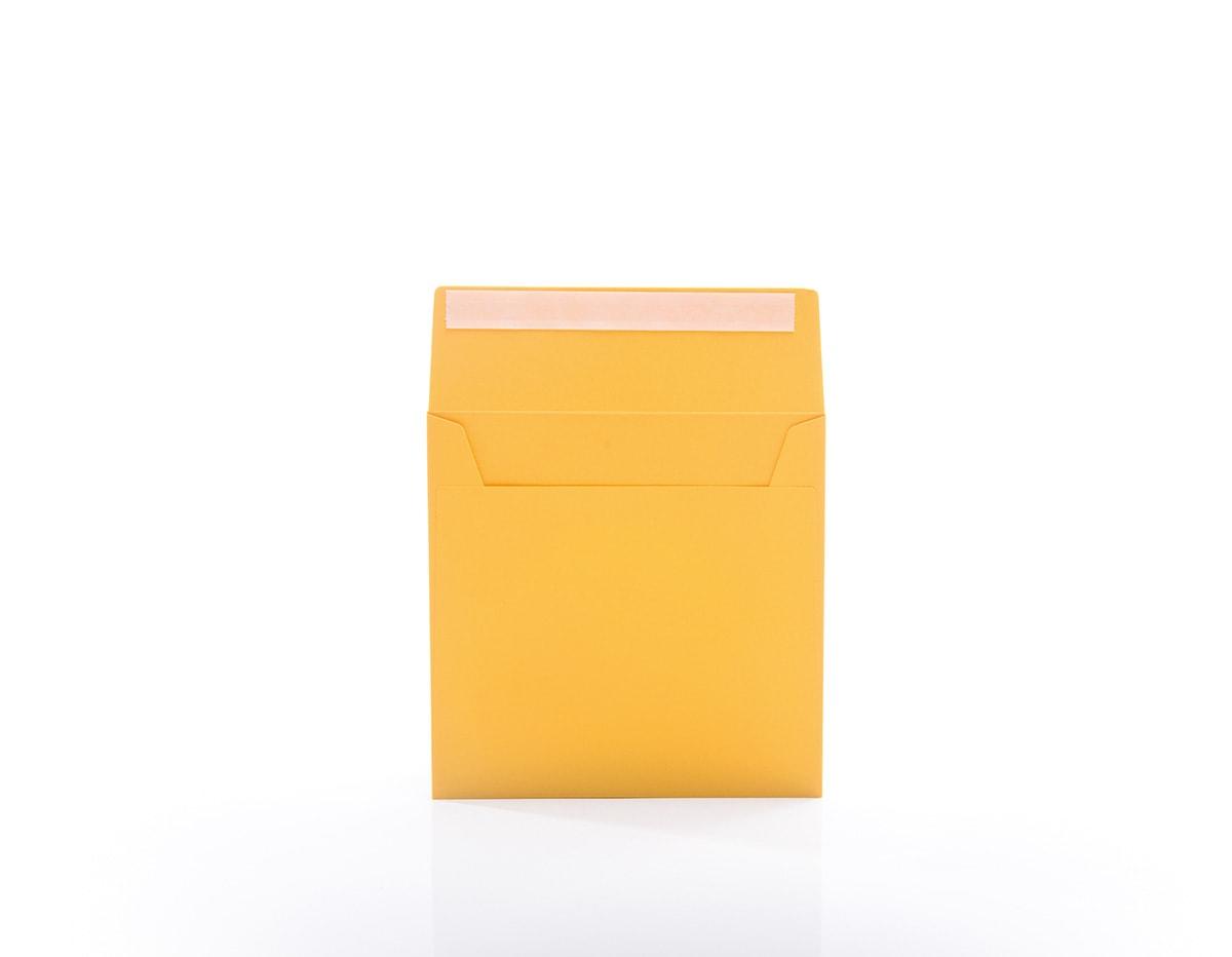 Kirjekuori tarranauhalla